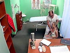 Os pacientes assfucked voyeur Creampie Europeu
