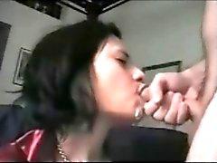 Великолепный жена трахается и огромным эякуляция в ее рот