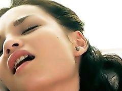 Masturbaición adolescente superinteligente en la película de erótica