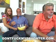 Não foda minha filha - Liza Rowe fodido por Glen Enquanto papai Sleeps
