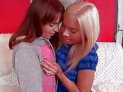 Las novias del lindo adolescencia hacer el amor Lesbian caliente de