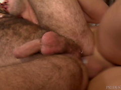 Hairy Uncut Latino Daddy macht es durch Analized