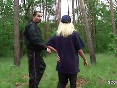 Politesse laesst sich lieber im Wald ficken als zu Arbeiten