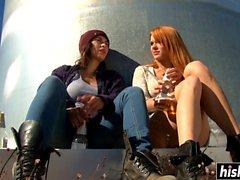 Duas lésbicas por favor ao ar livre