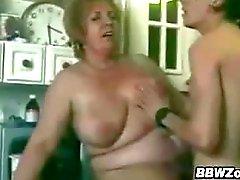 Yağlı Büyükanne Ve Bir Genç Lover