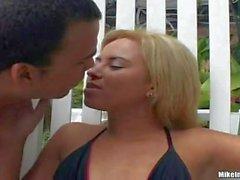 Lylitty gets her brazilian pussy eaten outdoors