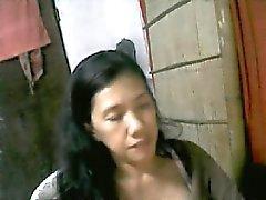 49. yaşındaki Filipinli annem dahlie e kameramda göğüslerin gösterilmiştir