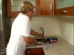 mamie poilu baisée dans la de cuisine