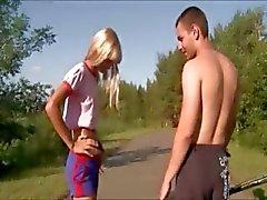 Outdoor tyttö vitun julkisissa