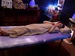 Japon erotik yağ masajı