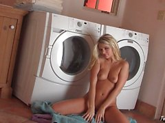 Jana Jordan çamaçırlardan eğleniyor