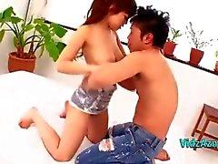 Грудастая азиатские девушки Начало ее киска облизываемая Сидения своему бойфренду лицо на кровать в площ