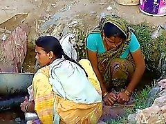Pueblo indio Muchacha que veían en Ocultos aire libre