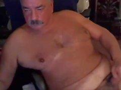 Papa avec moustache sur cam play and cum