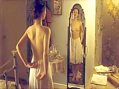 Emily Browningin Täydellinen Etuosan Nude HD