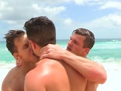 Grosse bite gay trio avec soin du visage