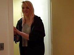 Brit sub Carly Rae dominou com doggystyle