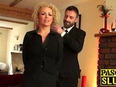 Busty brud Rebecca Smyth knullade som en sann undergiven slampa