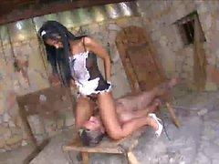 Black Angelika un domestica sexy che