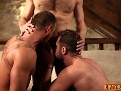 Trio gay musculaire avec creampie