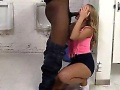 Geilen Blondine Schlampe zusammen Candice von großen schwarzen boners durchgefickt Trauen