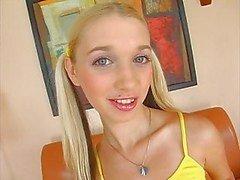 Letti teini blondi itsetyydytys