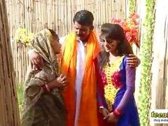 Indiano vondo shadhu tem romance com uma menina bonita desi - teen99