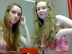 Dwie nastolatki rozebrane do naga