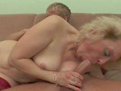 mormor knullar en kille !!