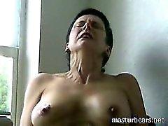 Högt orgasm Kinky Granny Frederique