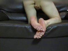 Guy gibt sich eine foot und cums