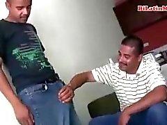 Bisexuell Mexican men saugen jede anderen großen uncut vergas