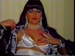 Sexy Tırnaklar ve Heels Solo'yu iİçilmeyen Fotograflı seksi Cougar