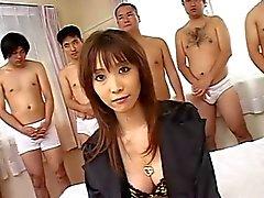 Asie baisée et les hommes cum au visage