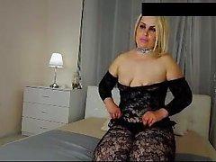 Blonde MILF Yllään Nylon