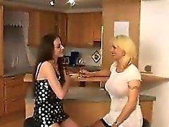 Blonde ИФОМ соблазняет подросток