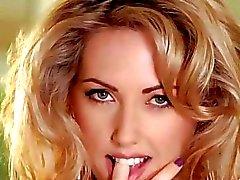 Solo babe Sarah Peachez fondles pussy