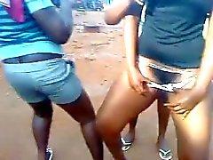 Ghanees dança bunda e buceta