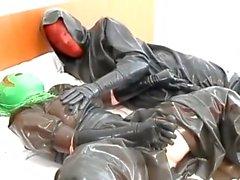 poupées de masque jouent 2