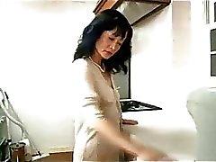 Total Mütter und Jugendliche Kerl Fingered und leckte Auf Der Desk in der Küche