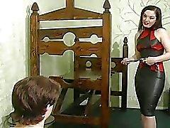 Menina indefesa fica abusado