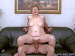 Fat short haired granny rides on her tanned neighbor