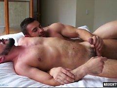 fellation musculaire gay avec du visage