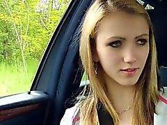 Schöner Beatrix bangs Fest in das Auto