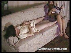 twilightwomen - Tribbing lesbianas tarde perezosa