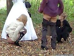 Gifta sig Utomhus pissa den 1