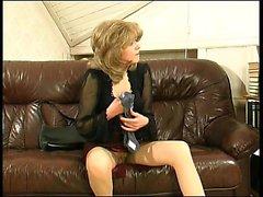 Busty loiro Nikki Benz em meias
