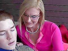 Schitterende tiener en stiefmoeder trio sex