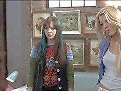 Blake Lively & America Ferrara Vilkkuva alushousut