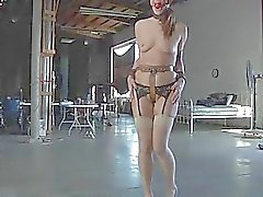 Da beleza mascarado com da vagina nuas recebem palmadas
